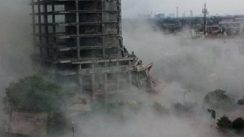 Gedung Rubuh, Jl Boulevard Raya Bintaro Ditutup serta Lalin Dialihkan