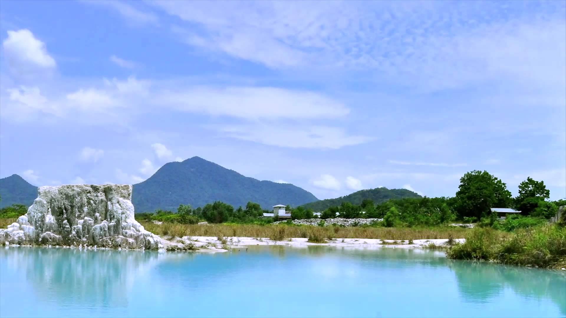 Si Danau Biru Singkawang