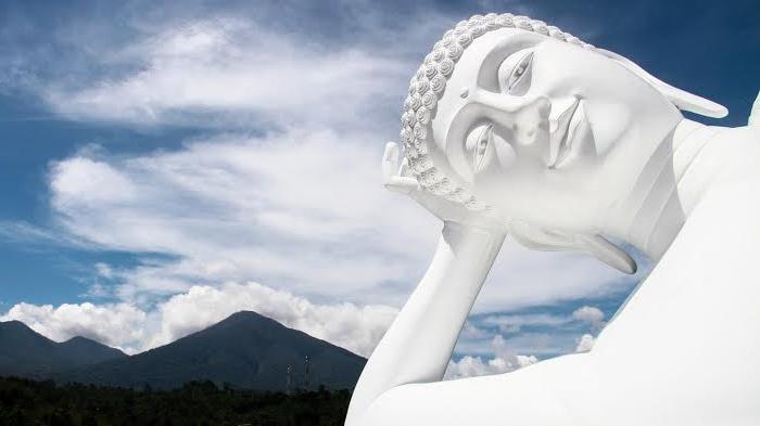 Tak perlu ke Thailand untuk melihat Patung Buddha Tidur, Indonesia Juga Ada
