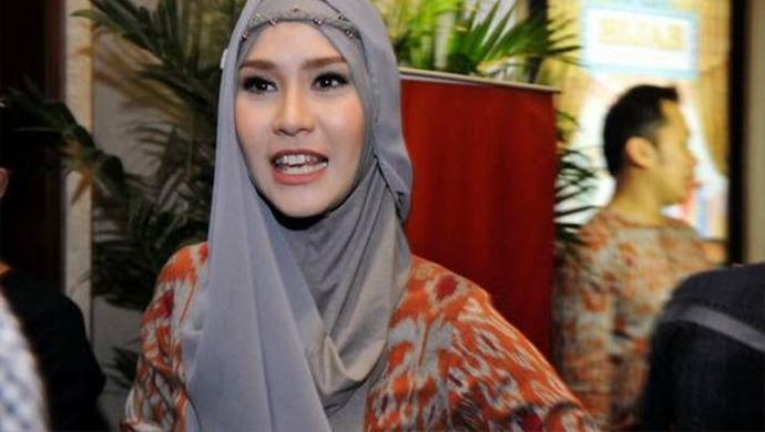Zaskia Dikritik Sejumlah Netizen Akibat Posting Foto Bareng Ahok