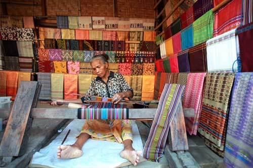 Mengenal Tenun Lombok di Desa Kebiasaan Sade