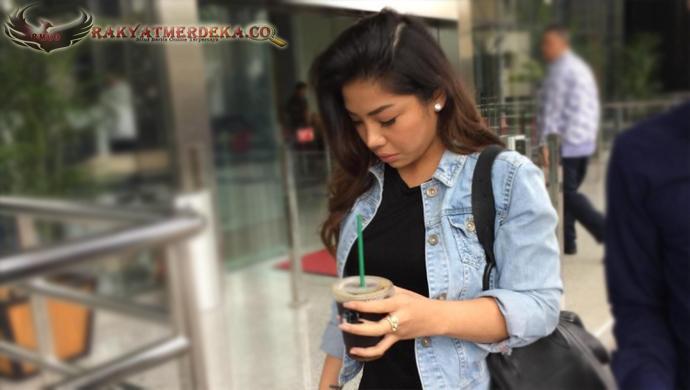 Bawa Segelas Kopi, Putri Setya Novanto Hadiri Panggilan KPK
