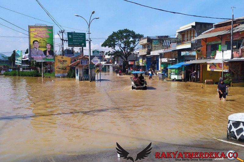 Virus Corona, DBD, dan Kini Banjir