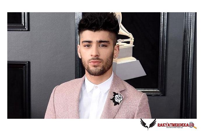 Zayn Malik Buka Jalur Telepon untuk Fan Dengar Bocoran Album