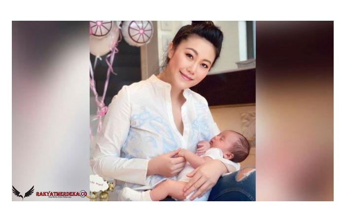 Putri Konglomerat Tewas Tanpa Busana di Penthouse Sambil Peluk Bayi