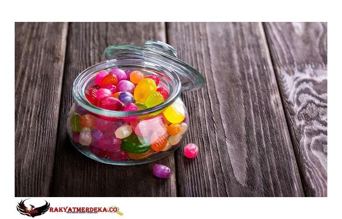 Dikira Permen, Wanita Inggris Alami Luka Bakar dan Gigi Retak Usai Makan Petasan